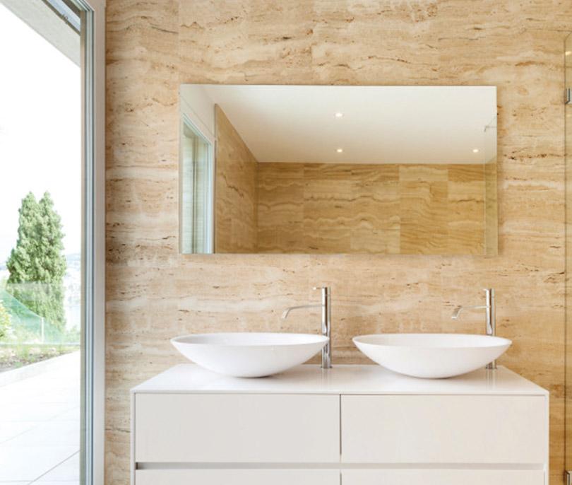 Varme på badet med et varmt speil