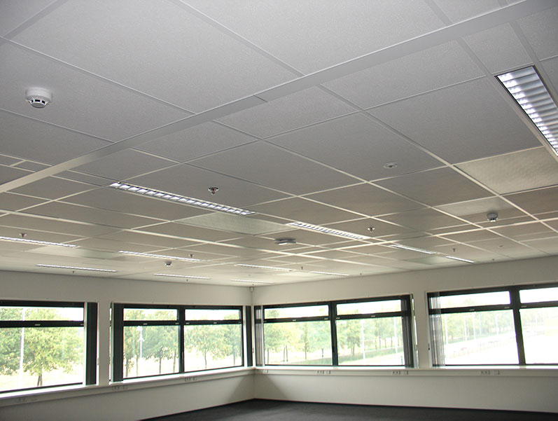 Infrarød varme i taket på kontorbygg